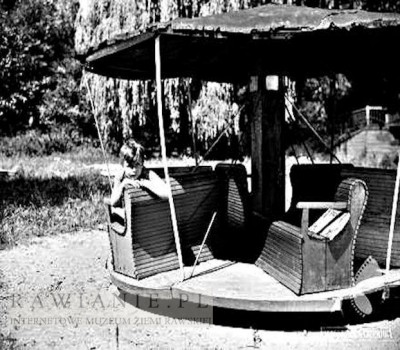 Karuzela na Placu Zabaw w Parku Rawskim - lata 70-te