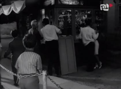 Kiosk na ul. Krakowskiej, naprzeciwko baru mlecznego - 1966 rok